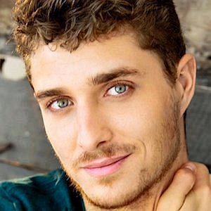 Alex Cubis net worth