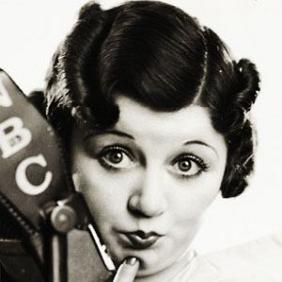 Mae Questel net worth