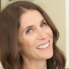 Meg Resnikoff net worth