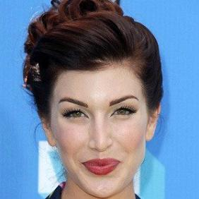 Stevie Ryan net worth