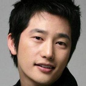 Park Si-hoo net worth
