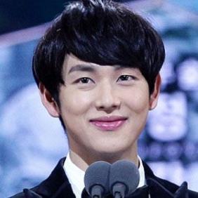 Yim Si-wan net worth