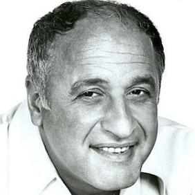 Vic Tayback net worth