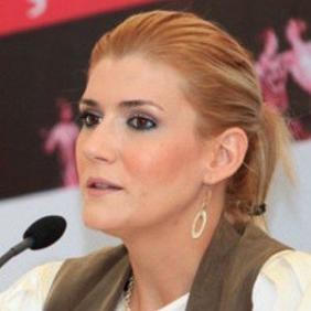 Ozge Uzun net worth